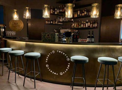 Einrichtung der Bar Twenty7